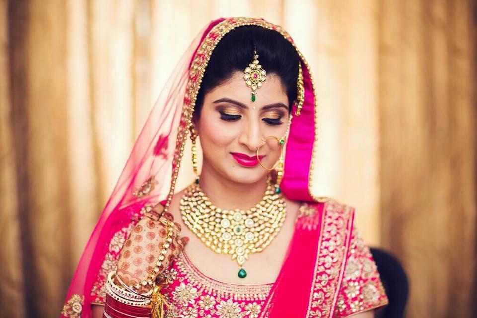 Bridal eye Makeup with Pink Lehenga