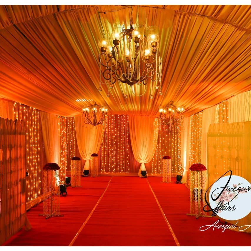 Fairy Light Entrance Decor with Chandeliers