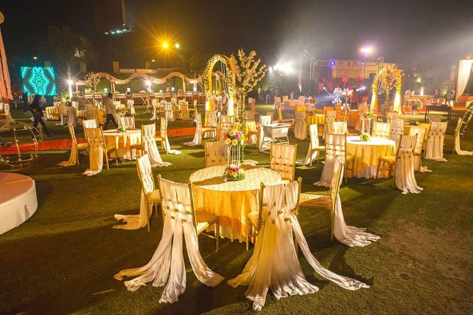 Outdoor Wedding Seating Setup