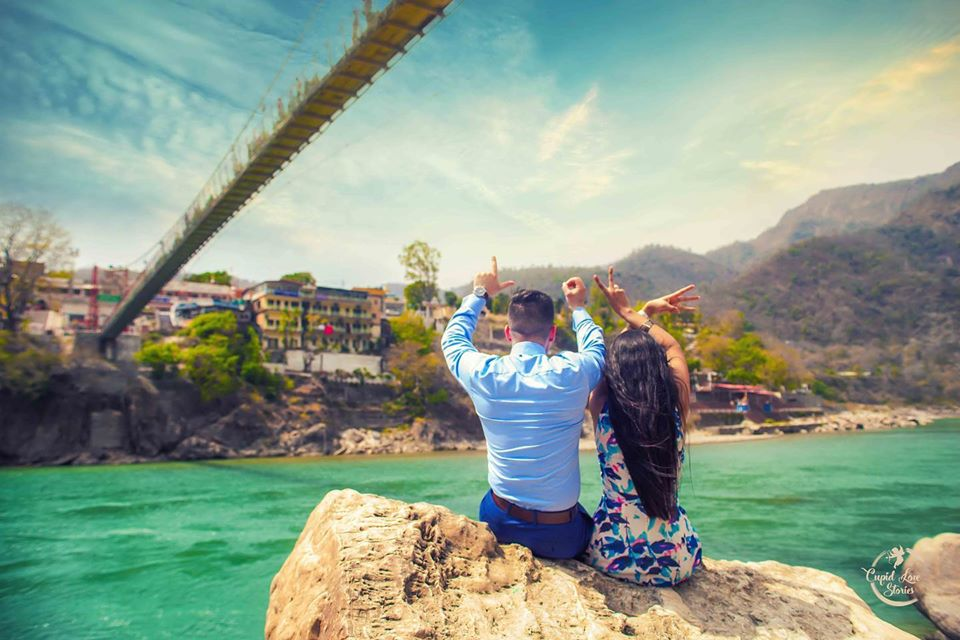 Couple Pre Wedding Shotoshoot making LOVE Sign with Hands