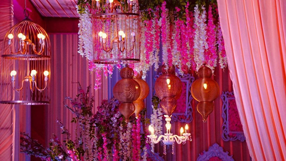 pink and white floral candle lantern decoration idea