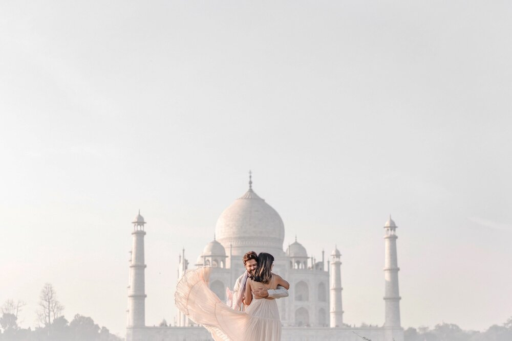 Couple Pre Wedding Photoshoot At the Taj Mahal
