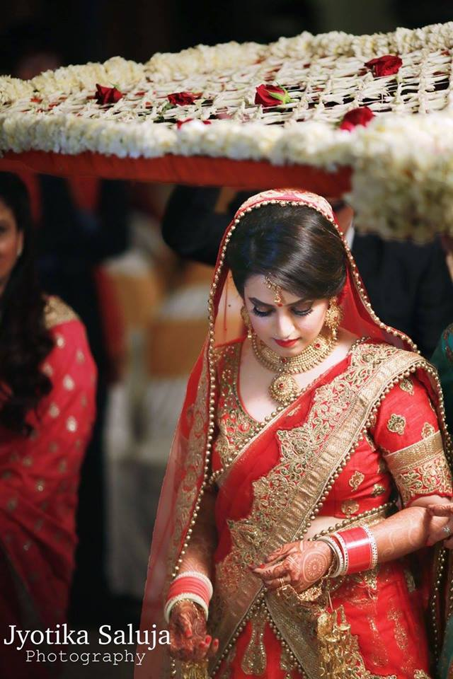 Bridal Entry Shot under White Phoolon ki Chaddar