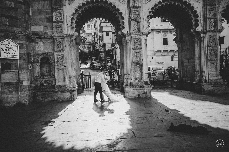 Black & White Couple Dancing Pre Wedding Photo-shoot