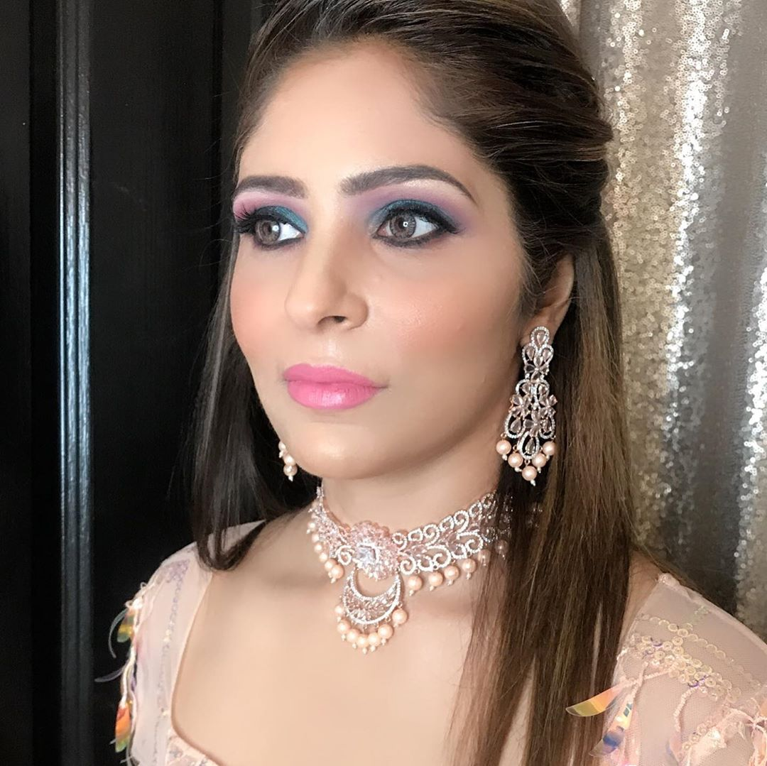 Gorgeous party makeup and hairstyle