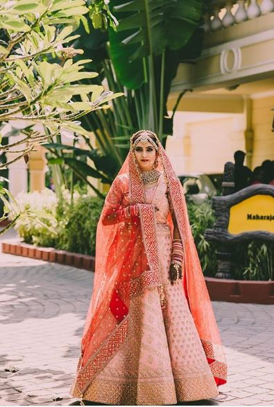 Bridal Solo Portrait Picture in Indian Wedding Outfit