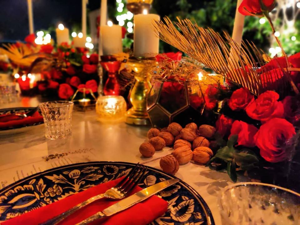 Red Roses & Candles Tablescape