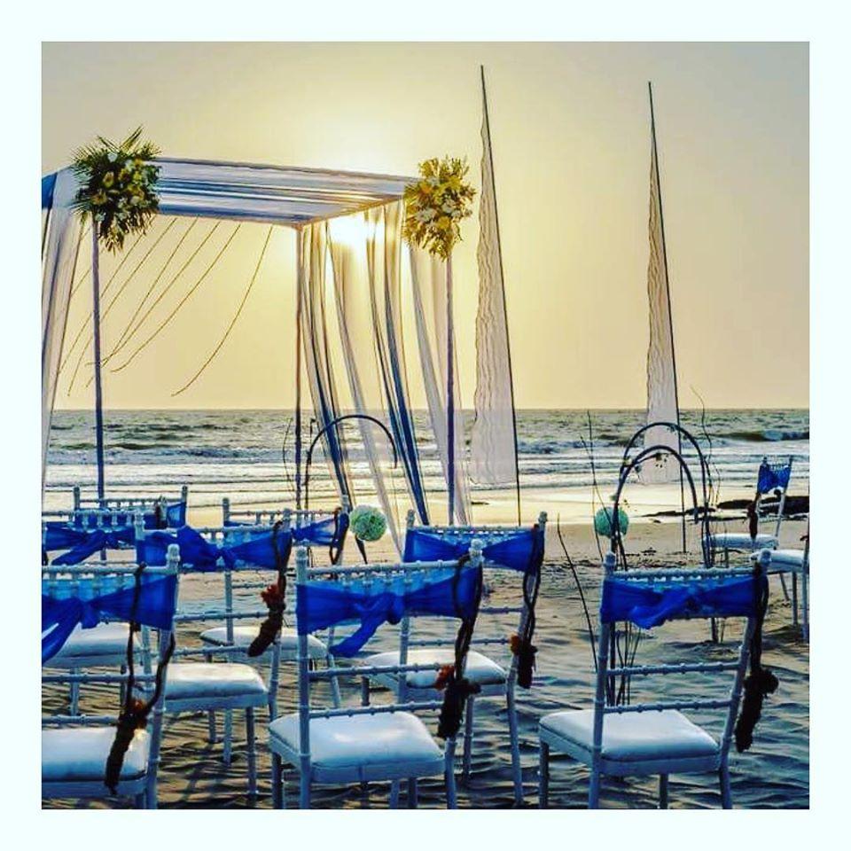 Minimal Beach Wedding Decor