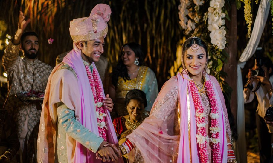 Indian Wedding Couple Pheras Picture