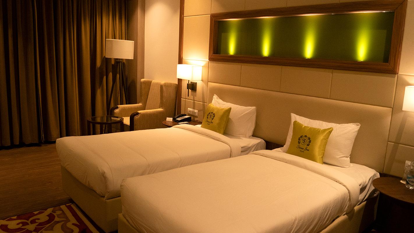 twin beds in 5 star wedding hotels bedroom