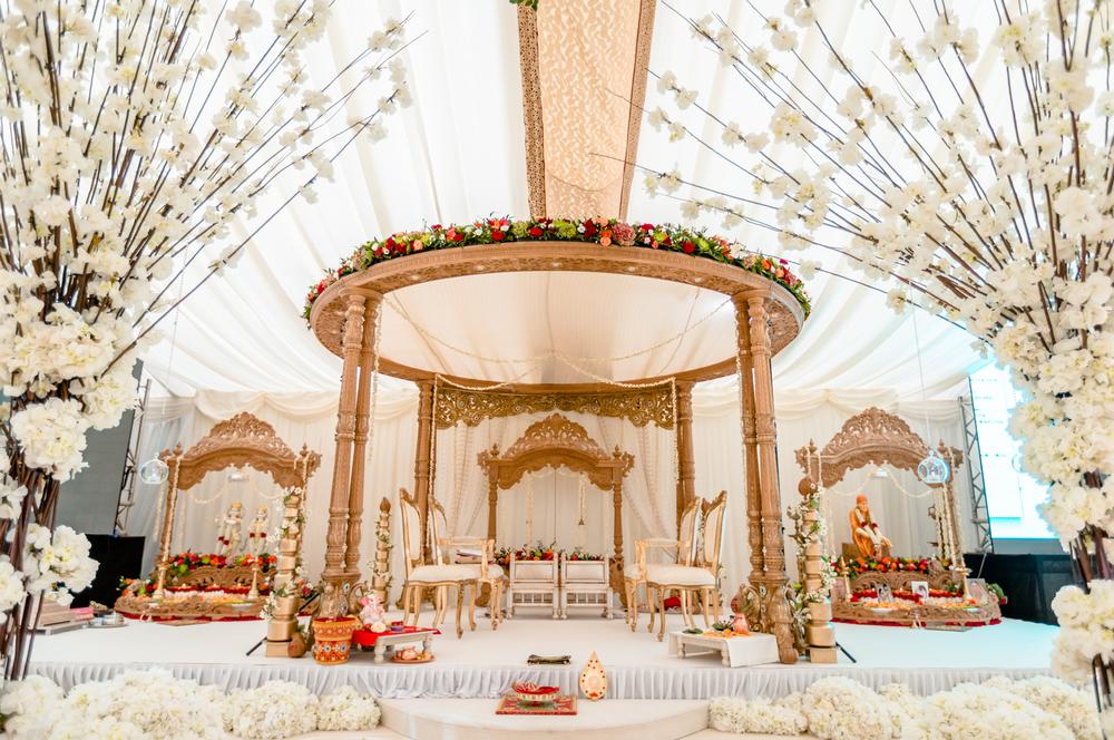 mandap decoration in 5 star wedding hotels