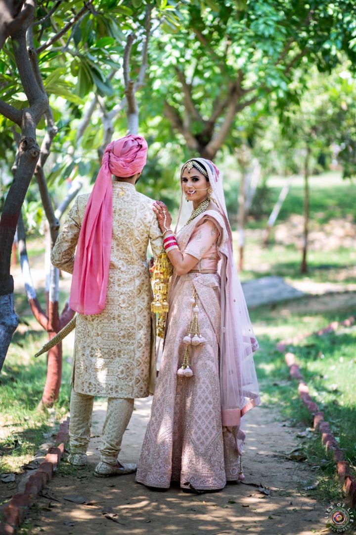 Couple Poses at Sikh Wedding