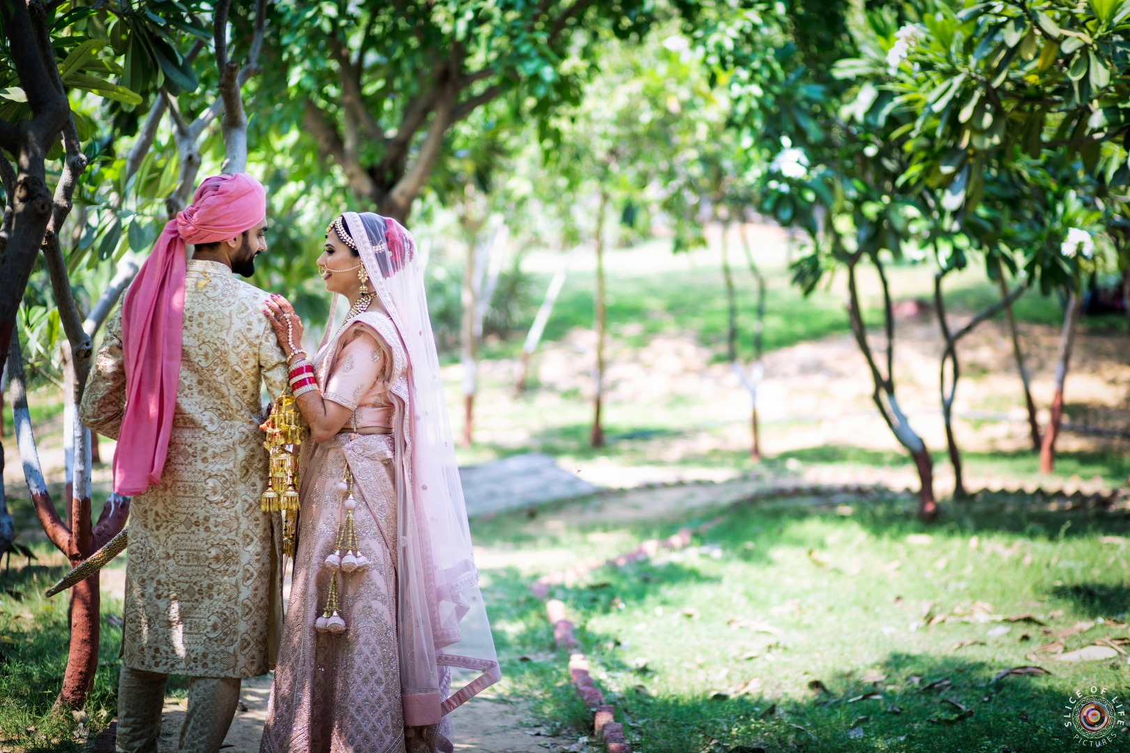 Outdoor Wedding Photo Shoot