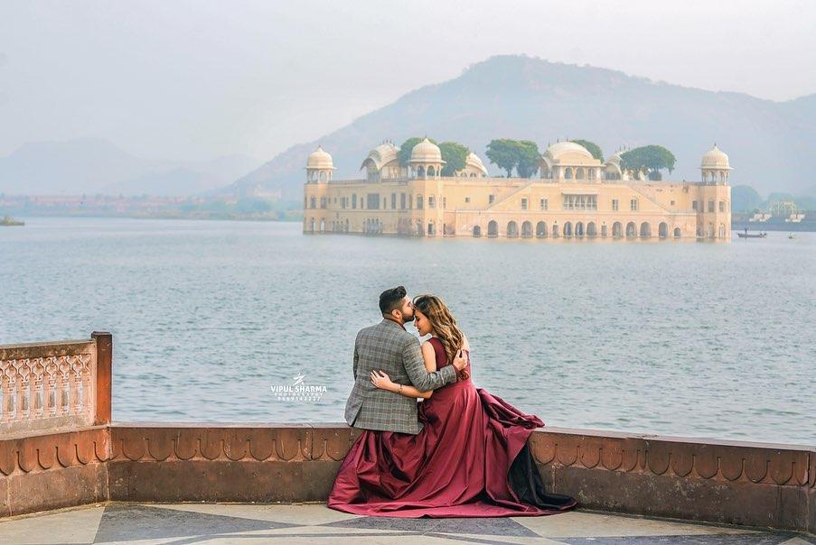 Couple Pre Wedding Photography near Lake in Jaipur