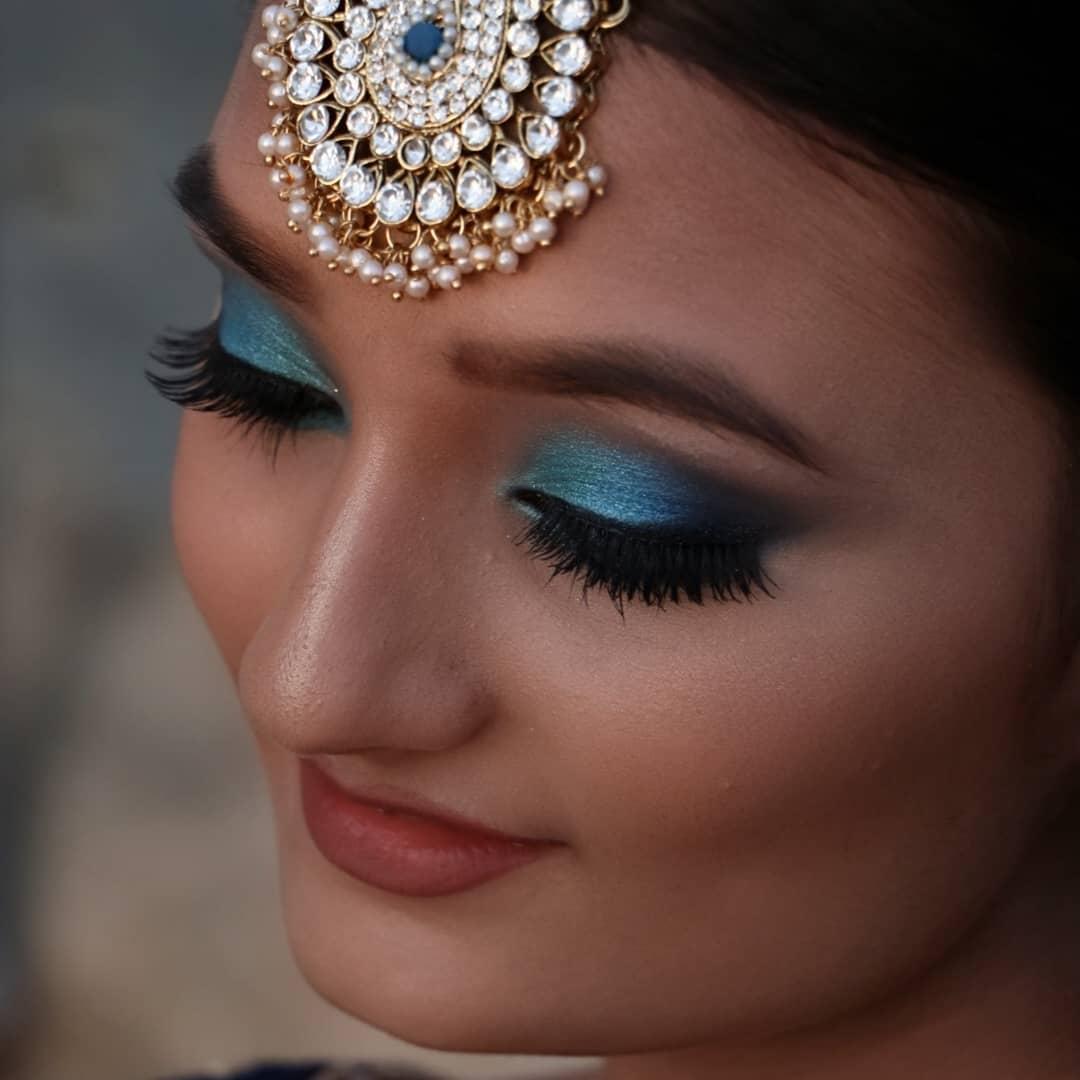 Shimmery Blue Eye Makeup